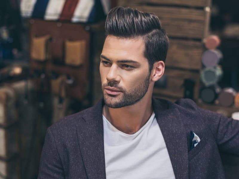 Fijador para peinado pompadour en cabello grueso medio
