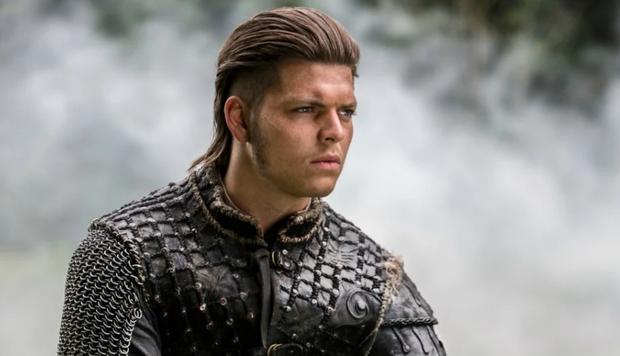 Peinado estilo Ivar de la serie Vikingos