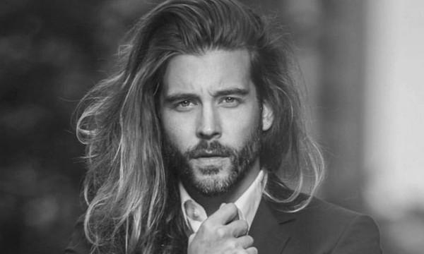 5 peinados para hombres con pelo largo